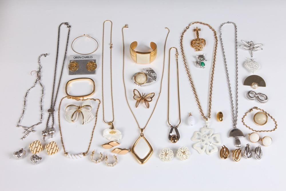 Is Monet Jewelry Real >> SELECTION OF VINTAGE MONET AND OTHER DESIGNER COSTUME JEWELR