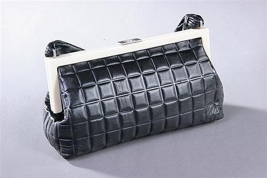 BLACK LEATHER CHANEL PURSE, Chanel Carte d'authenticite 7448786.