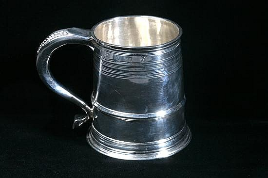 WILLIAM III SILVER TANKARD, Isaac Dighton, London, 1699. - 8 oz, 4 dwt.; 4 in. high.