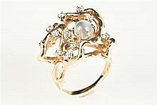 CUSTOM-MADE 14K YELLOW GOLD, DIAMOND AND MOONSTONE RING. - Ring size: 7 3/4.