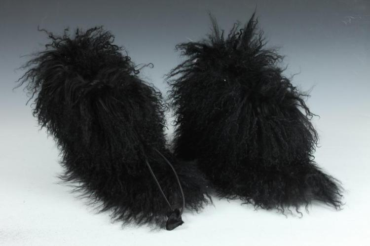 ILGA BLACK MONGOLIAN SHEEP FUR BOOTS, size 8M.