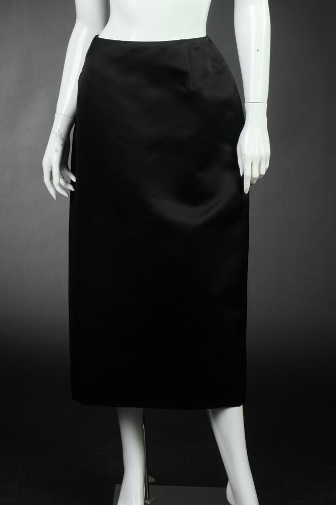 OSCAR DE LA RENTA BLACK SILK SATIN HOURGLASS SKIRT. size large.