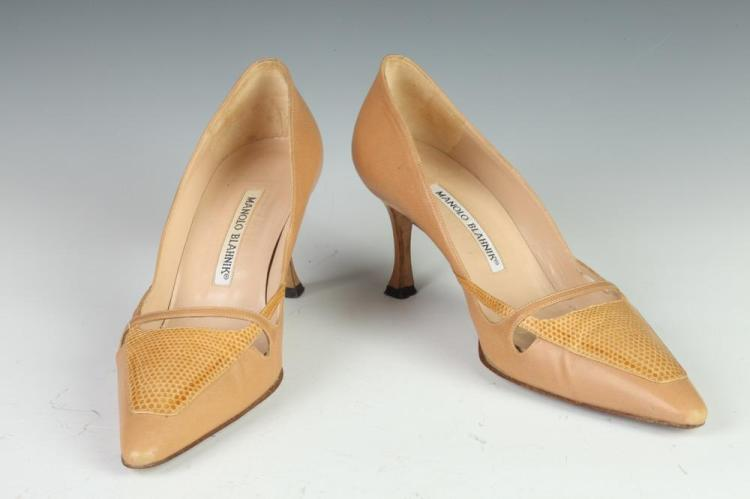 MANOLO BLAHNIK BEIGE LEATHER HEELS, Size 37 1/2.