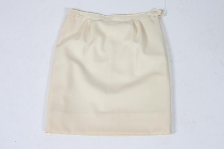 COURRÈGES CREAM WOOL SKIRT. size small.