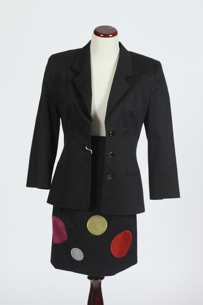 BLACK LOUIS FERAUD 2-PIECE SUIT WITH APPLIQUED SKIRT. size small.