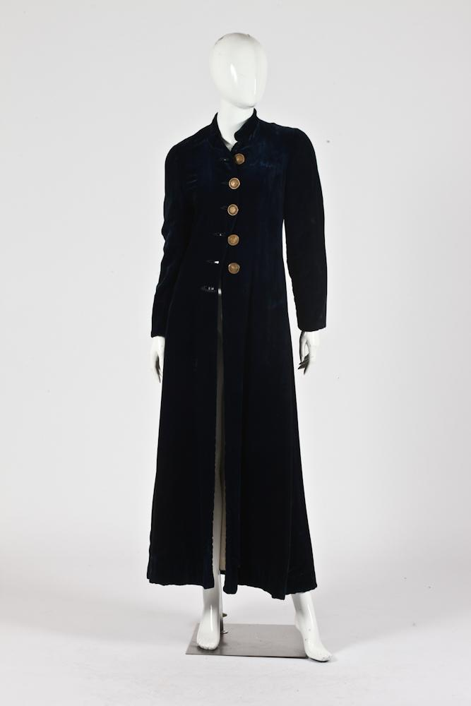 VINTAGE LONG NAVY BLUE VELVET COAT WITH GOLD-TONE BUTTONS.
