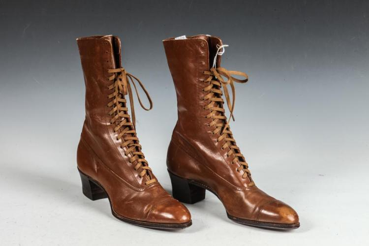 VINTAGE BROWN LEATHER HIGH LACE SHOES, Circa 1890-1910.