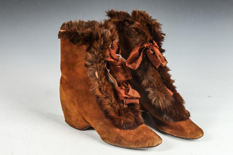 RUST-COLORED VICTORIAN SUEDE BOOTS WITH MATCHING RABBIT FUR TRIM. CIRCA1880'S. SIZE 7. GOOD CONDITION.