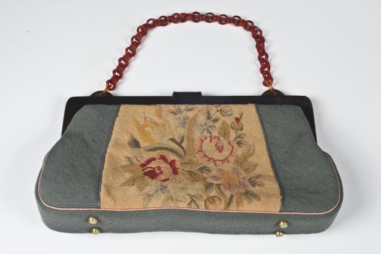 VINTAGE PETIT-POINT HANDBAG. Circa 1930. - 14 inches x 8 inches.