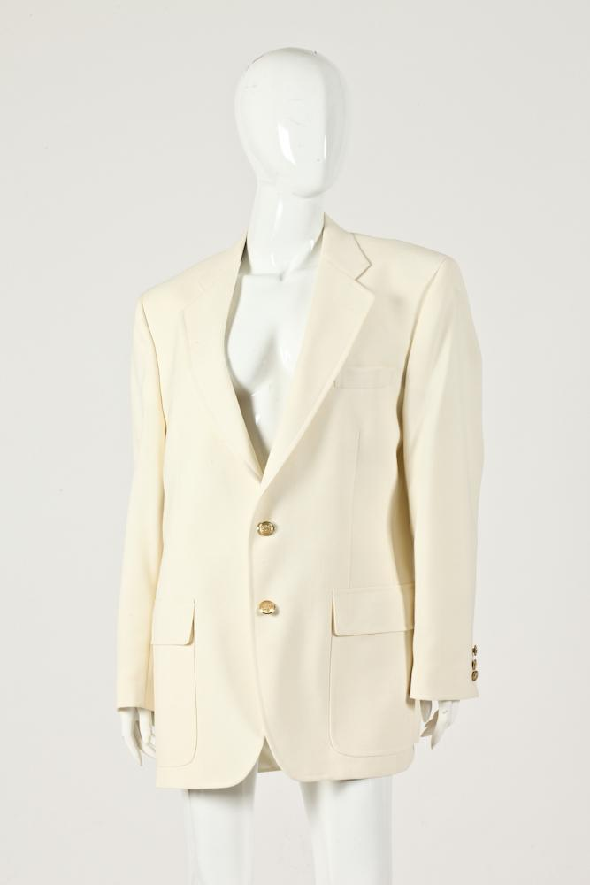 MEN'S CREAM-COLORED BLAZER WITH GOLD-TONE BUTTONS.
