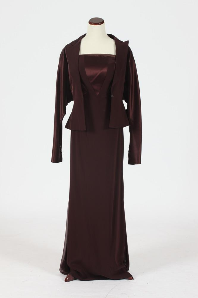 FORMAL SCHERRER BURGUNDY SILK GOWN WITH MATCHING JACKET. Size medium.