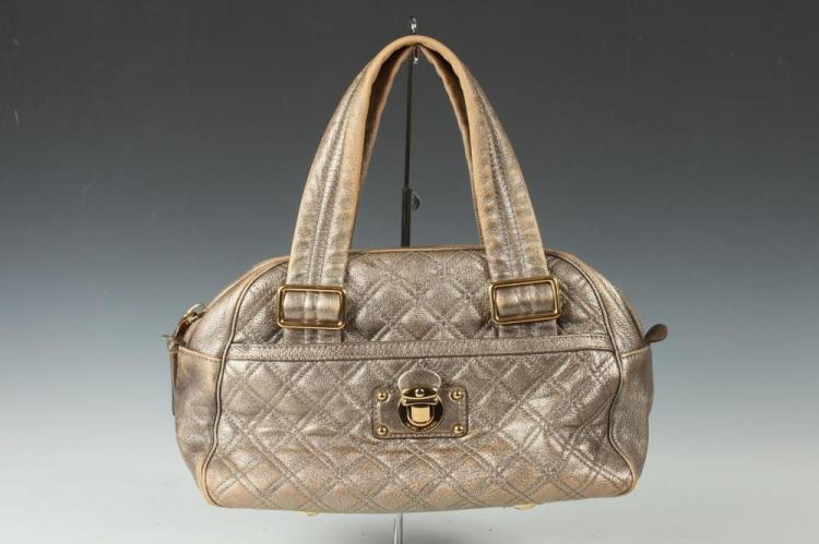 MARC JACOBS GOLD-TONE LEATHER HANDBAG.