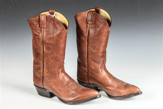 MEN'S LIGHT BROWN COWBOY BOOTS. size 9 1/2.