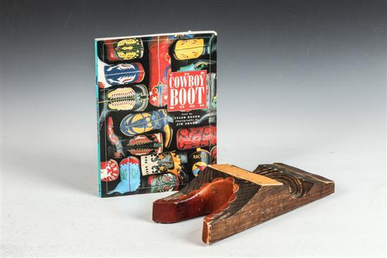 MEN'S COWBOY BOOT BOOK AND SHOE HORN.