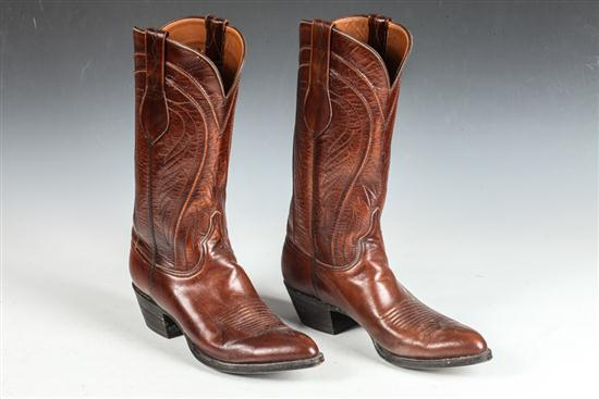 MEN'S CINNAMON COLORED COWBOY BOOTS. size 9 1/2.