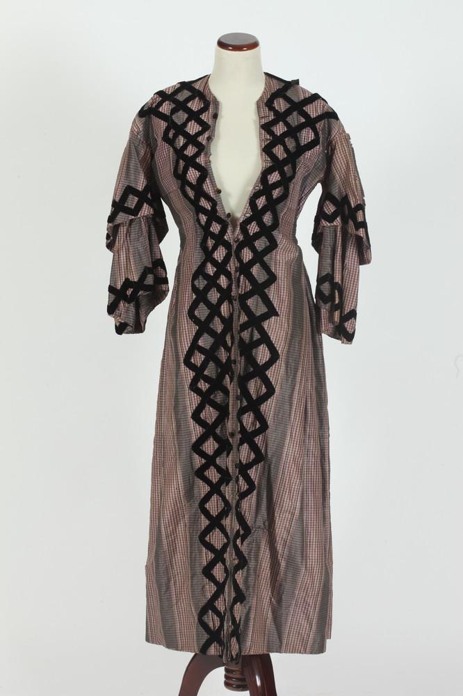 VICTORIAN FANCY DRESS,