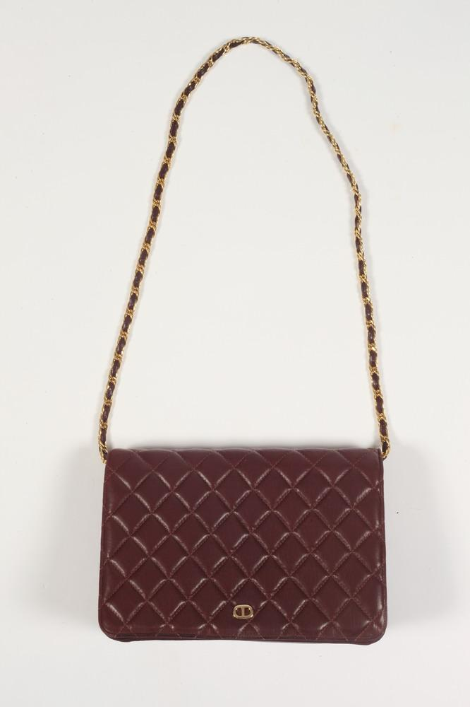 JAY HERBERT BURGUNDY QUILTED LEATHER PURSE WITH CHAIN STRAP.