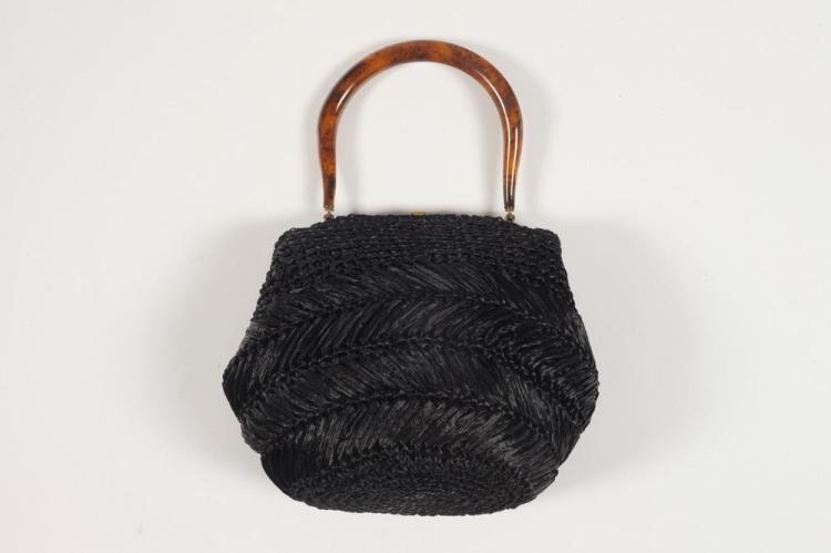 MM STRAW POUCH BAG WITH TORTISE SHELL LUCITE HANDLE.