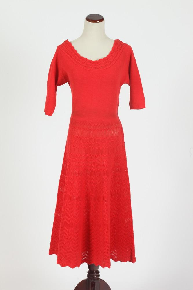 VINTAGE KIMBERLY KNIT RASBERRY DRESS, small/medium.