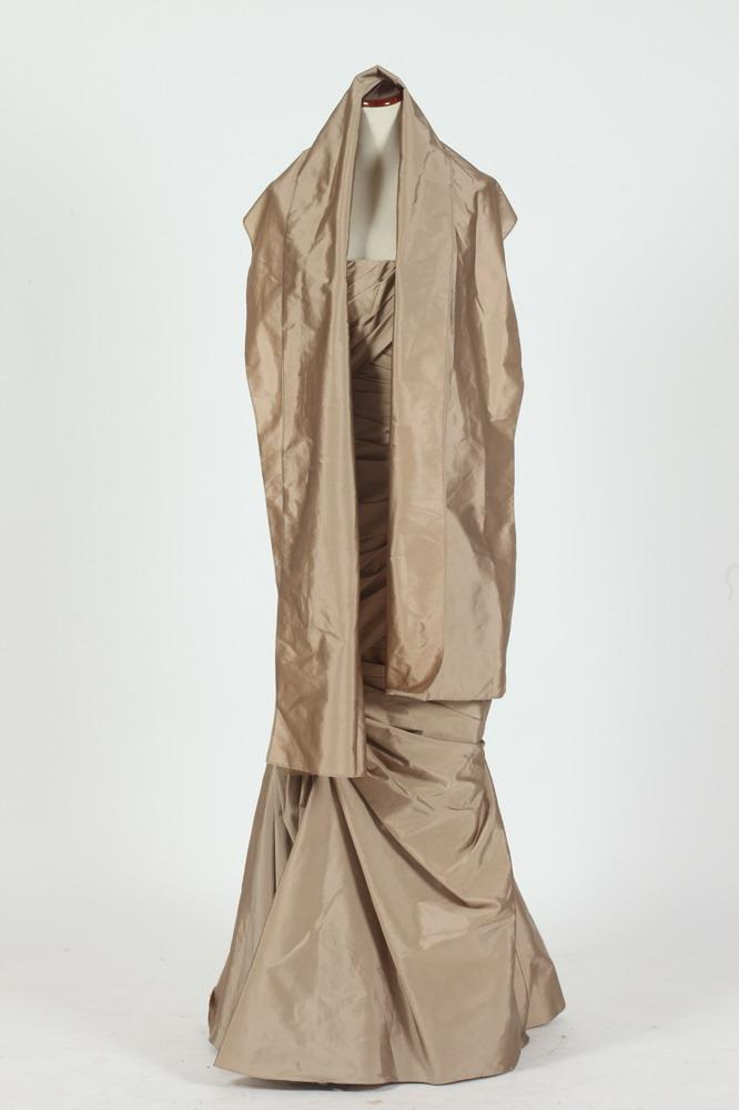 MONIQUE LHUILLER PALE BRONZE STRAPLESS FLOOR-LENGTH GOWN WITH MATCHING SHAWL, size 6.