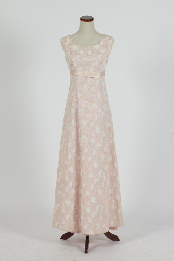 VINTAGE 1960'S PALE PINK SLEEVELESS GOWN (SIZE 4) WITH MATCHING SHOES, SIZE 7 1/2 NARROW.