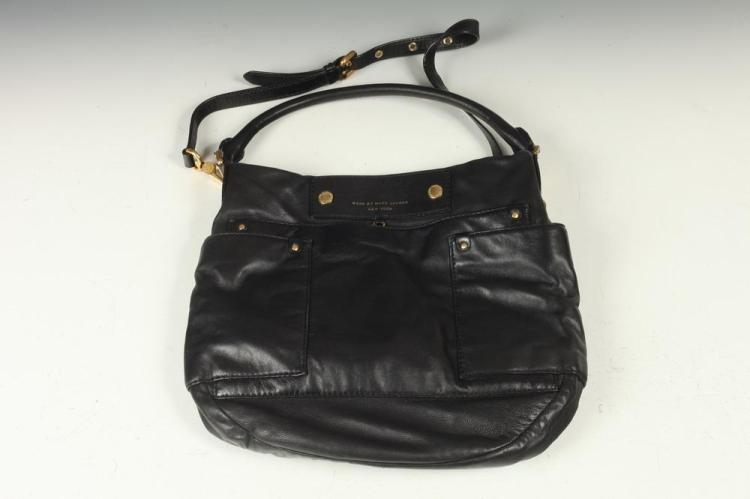 MARC JACOBS BLACK LEATHER BAG.