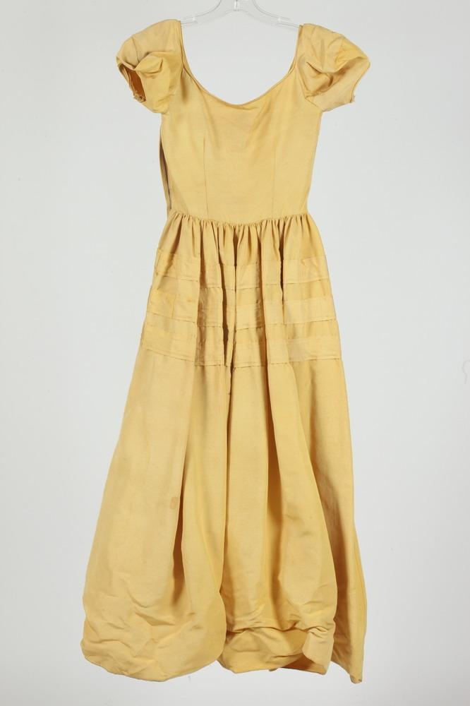 VINTAGE (1940'S) YELLOW SHORT SLEEVE SILK DRESS WITH RIBBON DETAIL, size small.