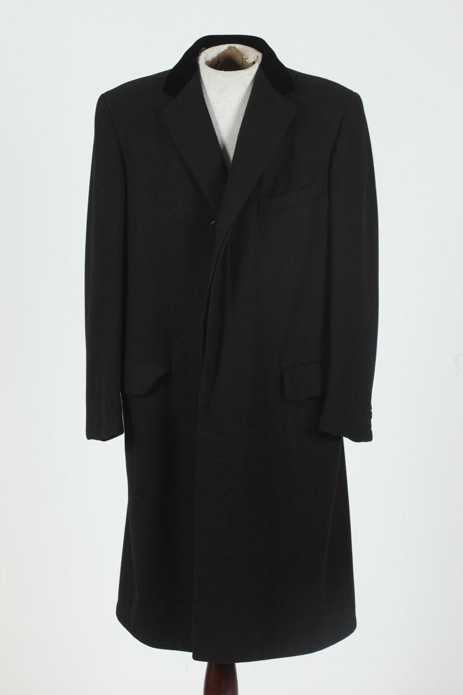 MEN'S BLACK WOOL COAT WITH BLACK VELVET COLLAR,