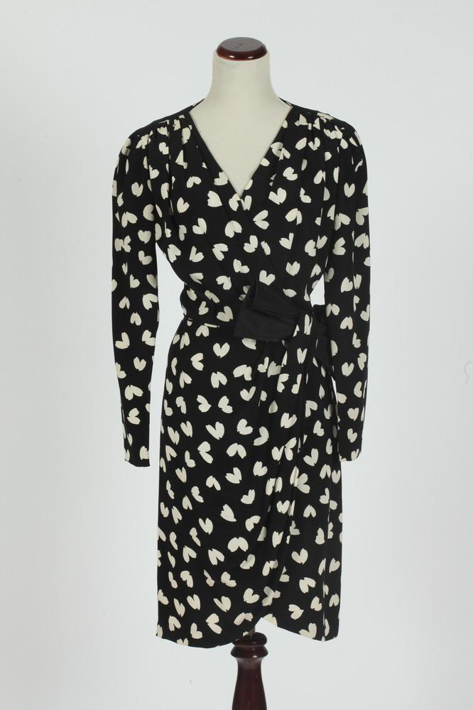 AKRIS BLACK AND WHITE DRESS WITH BOW, size 6-8.