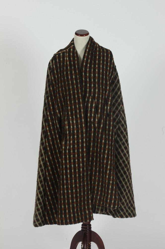 VINTAGE BROWN, BLACK AND WHIE WOOL CAPE, size medium.