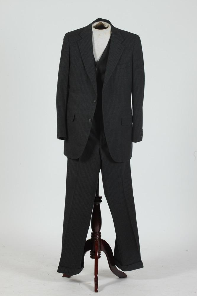 VINTAGE MEN'S 3-PIECE GREY WOOL PINSTRIPE SUIT FROM GEORGETOWN UNIVERSITY SHOP, size 42 long.