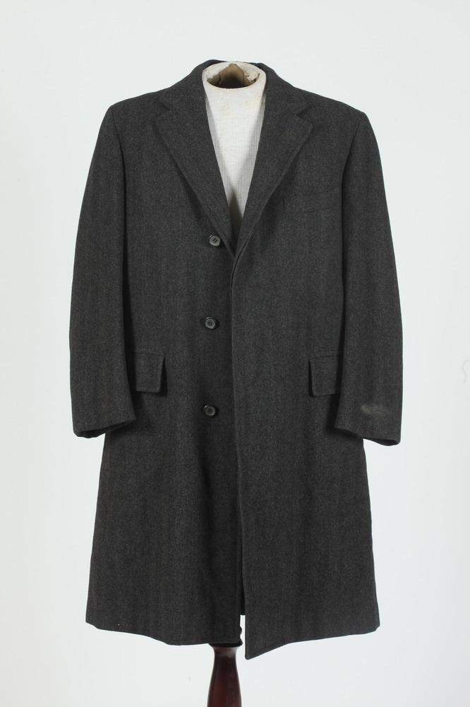 MEN'S GREY WOOL COAT FROM BROOKS BROTHERS, size 38 regular.
