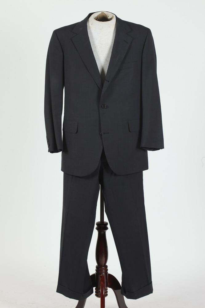MEN'S NAVY BLUE BROOKS BROTHER'S WOOL SUIT,