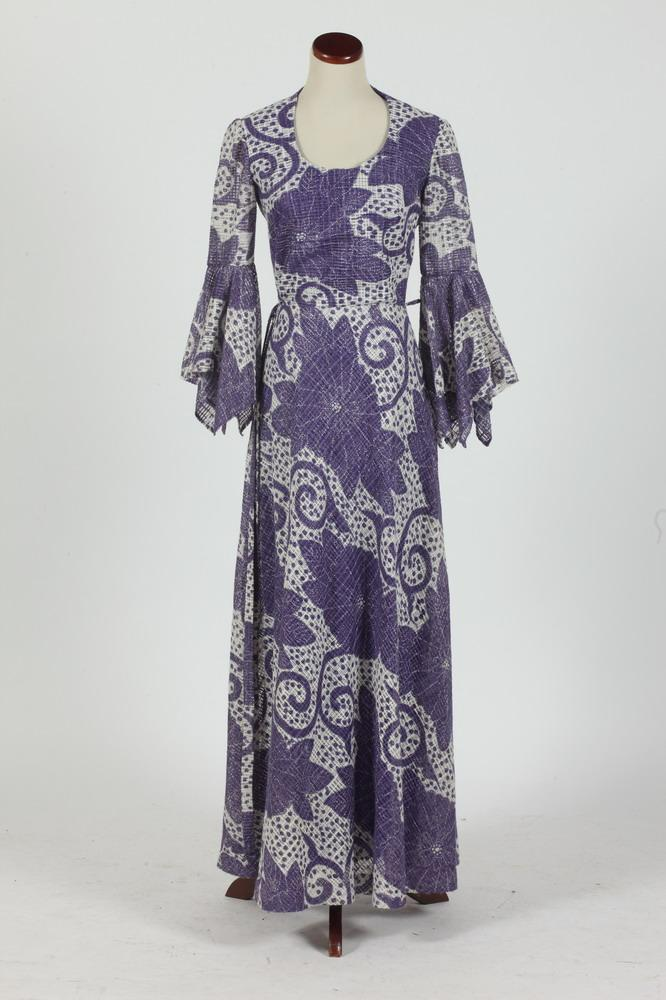 VINTAGE PURPLE AND WHITE FLOOR-LENGTH DRESS, size 4/6.