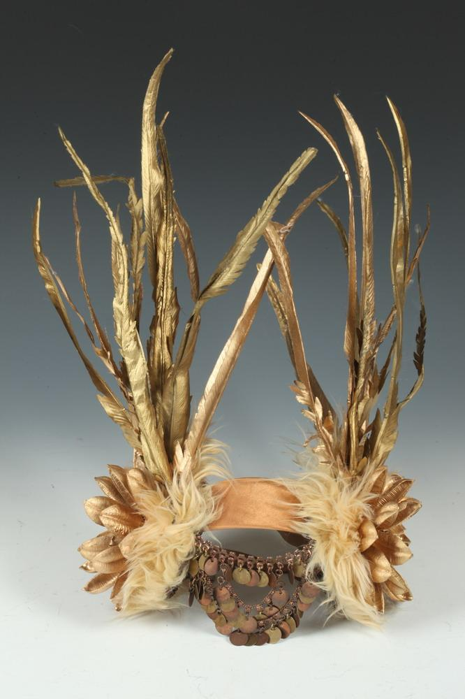 COSTUME HEADDRESS WITH FEATHERS,