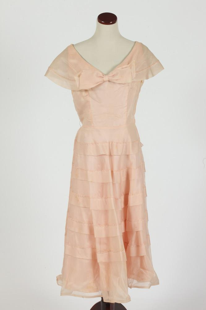 VINTAGE 1950'S PALE PINK DRESS, size small.