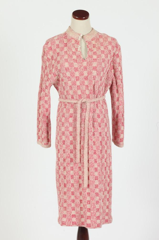 VINTAGE PALE PINK AND FUSCHIA WOOL SWEATER DRESS WITH MATCHING BELT, size small.