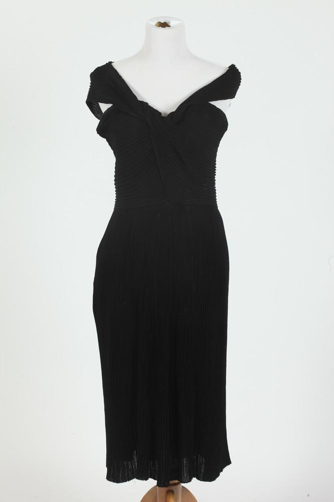VINTAGE BLACK CUSTOM-MADE SLEEVELESS SILK CHIFFON PLEATED SILK CHIFFON GOWN, size small.