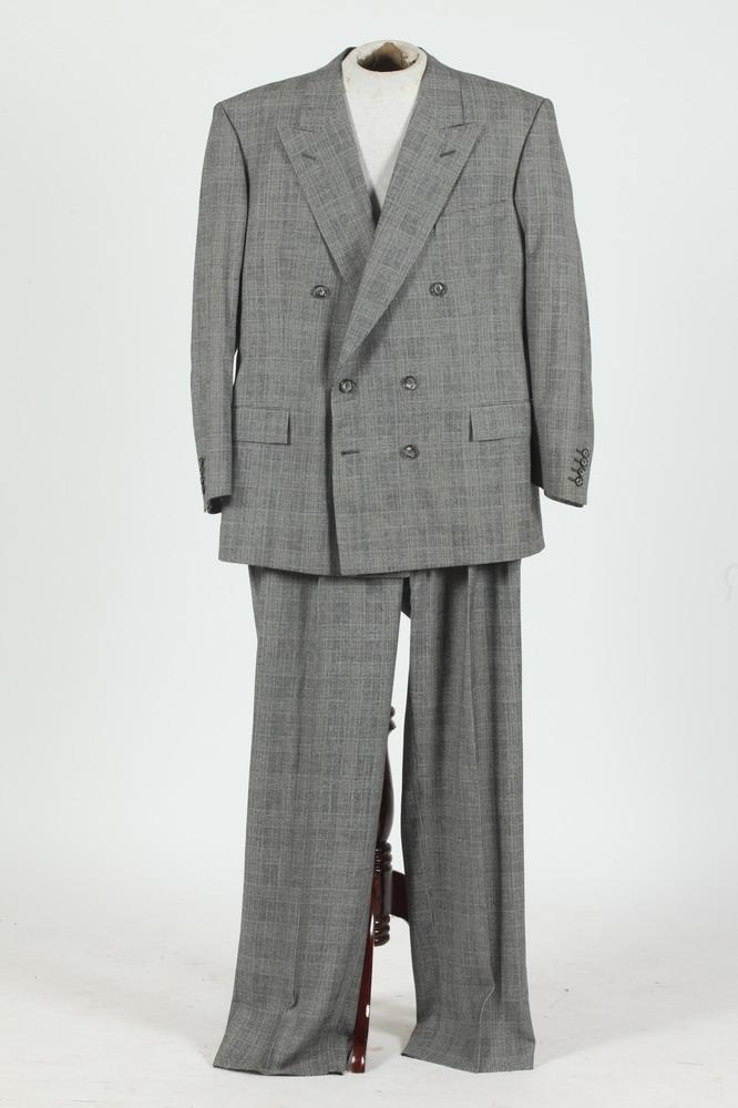 MEN'S BLACK, BLUE AND WHITE DOUBLE-BREASTED PLAID SUIT. size 44.
