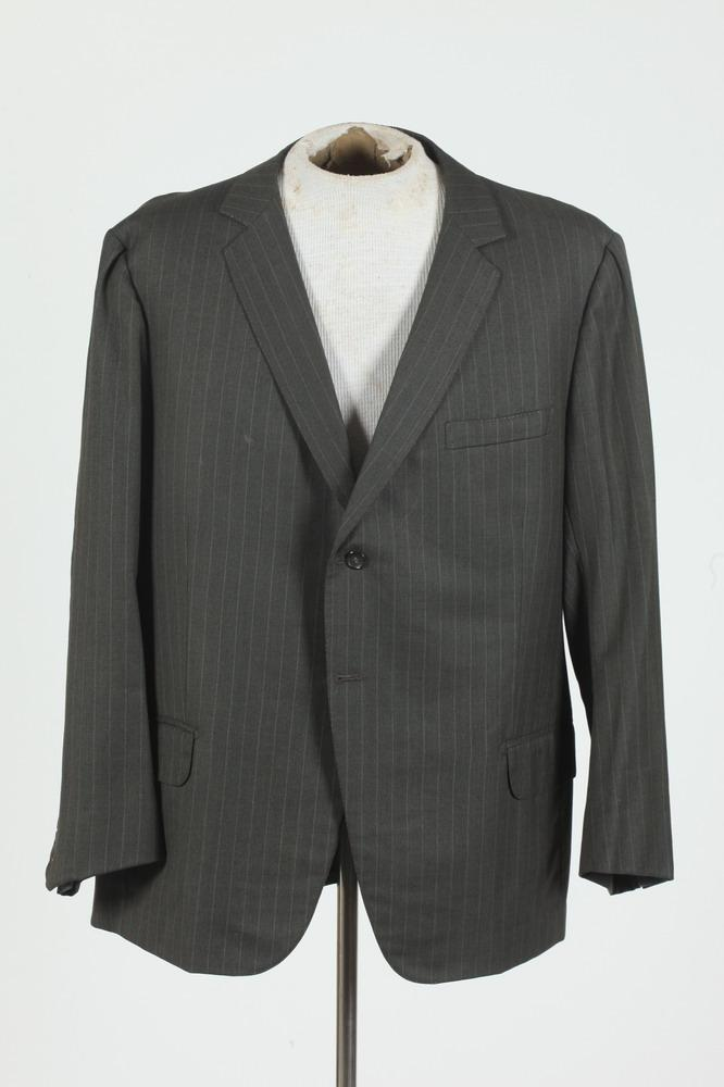 MEN'S GREY WOOL PINSTRIPED JACKET. size 42/44.