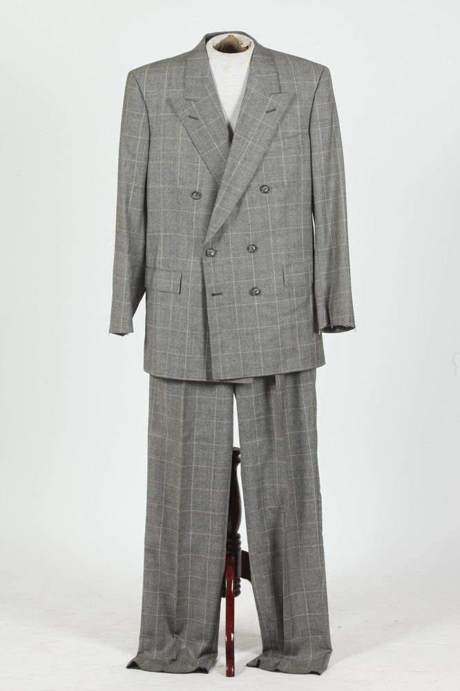 MEN'S BLACK AND WHITE HOUNDSTOOTH DOUBLE-BREASTED WOOL SUIT. size 42T.