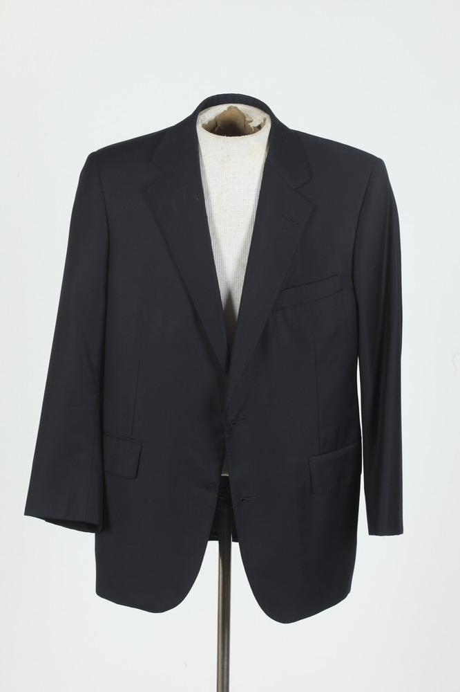 MEN'S DARK NAVY WOOL BLAZER FROM BROOKS BROTHERS, (MISSING BUTTONS), size 42/44.