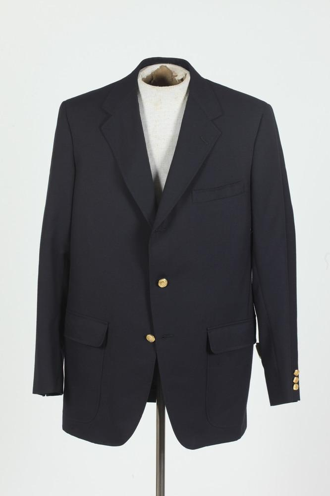 MEN'S DARK NAVY WOOL BLAZER FROM HICKEY FREEMAN AND SON, size 42L.