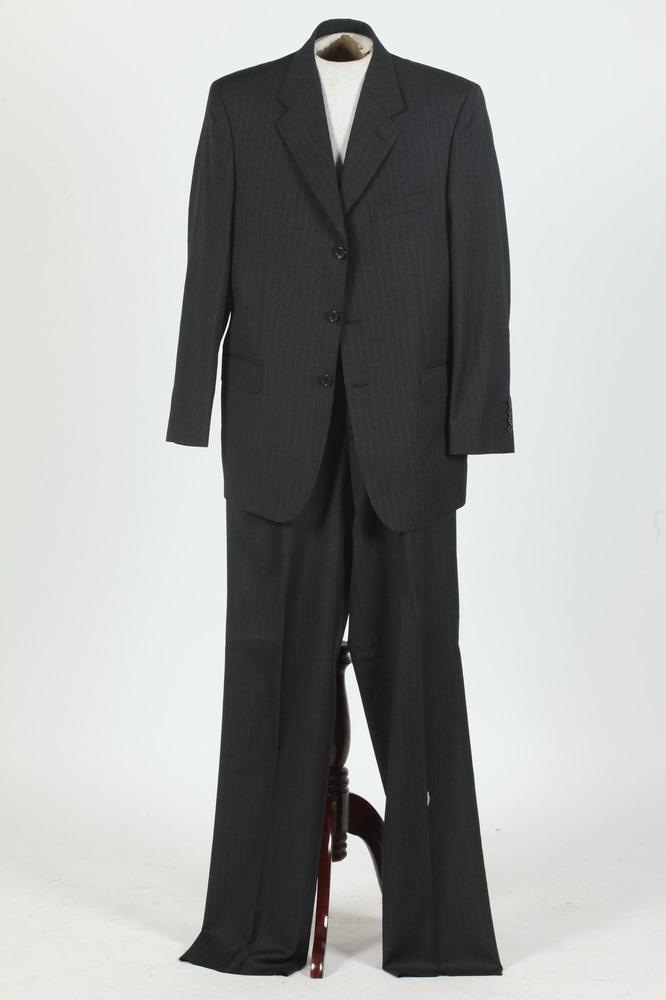 MEN'S PINSTRIPE WOOL SUIT. size 44/46.