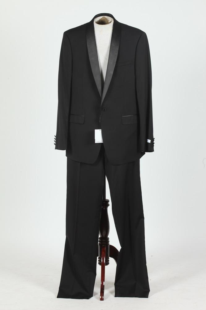 CALVIN KLEIN BLACK WOOL TUXEDO WITH BLACK SATIN LAPEL, NEW WITH TAGS, size 44L.