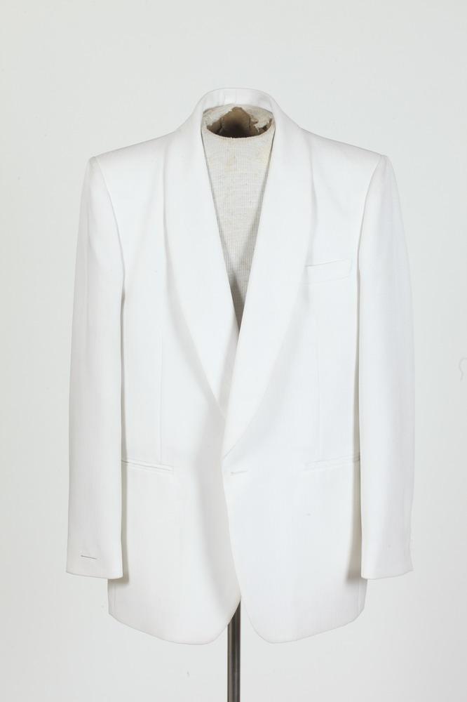 MEN'S WHITE TUXEDO JACKET. size 42/44.