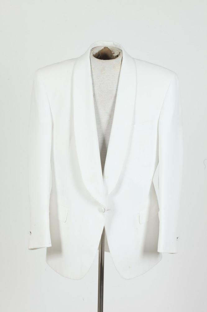 MEN'S WHITE TUXEDO JACKET. size 44/46.