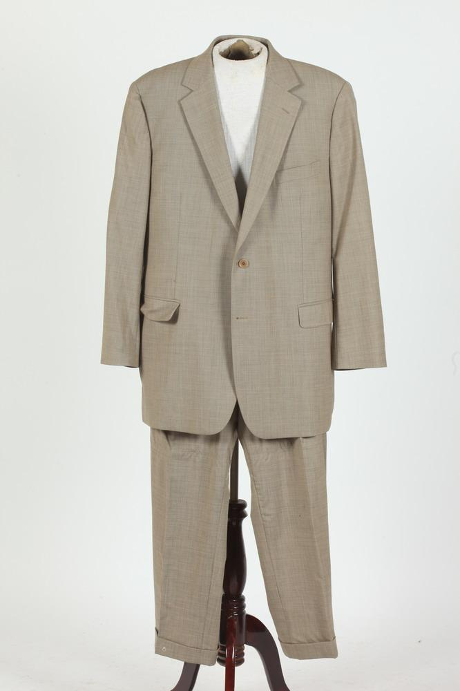 MEN'S BROOKS BROTHER'S BEIGE WOOL SUIT. size 46L.