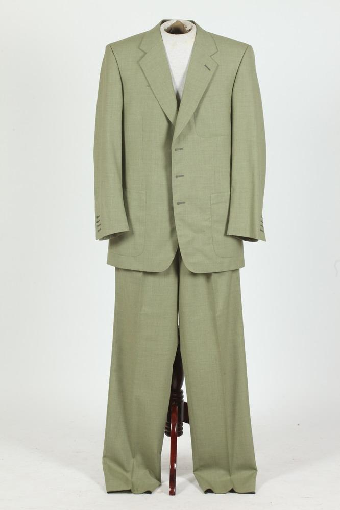 MEN'S SAGE GREEN WOOL SUIT. size 42/44.