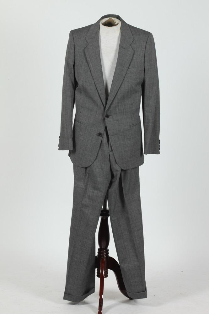 MEN'S CHARCOAL GREY SUIT, size 41L.